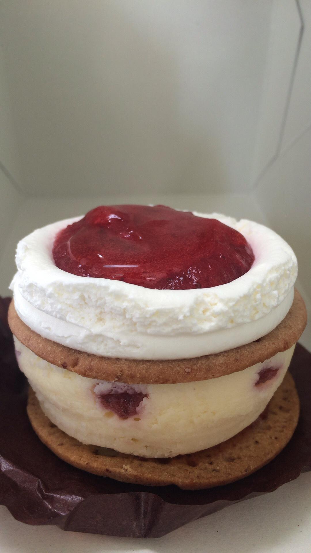 スタバのストロベリーチーズケーキ
